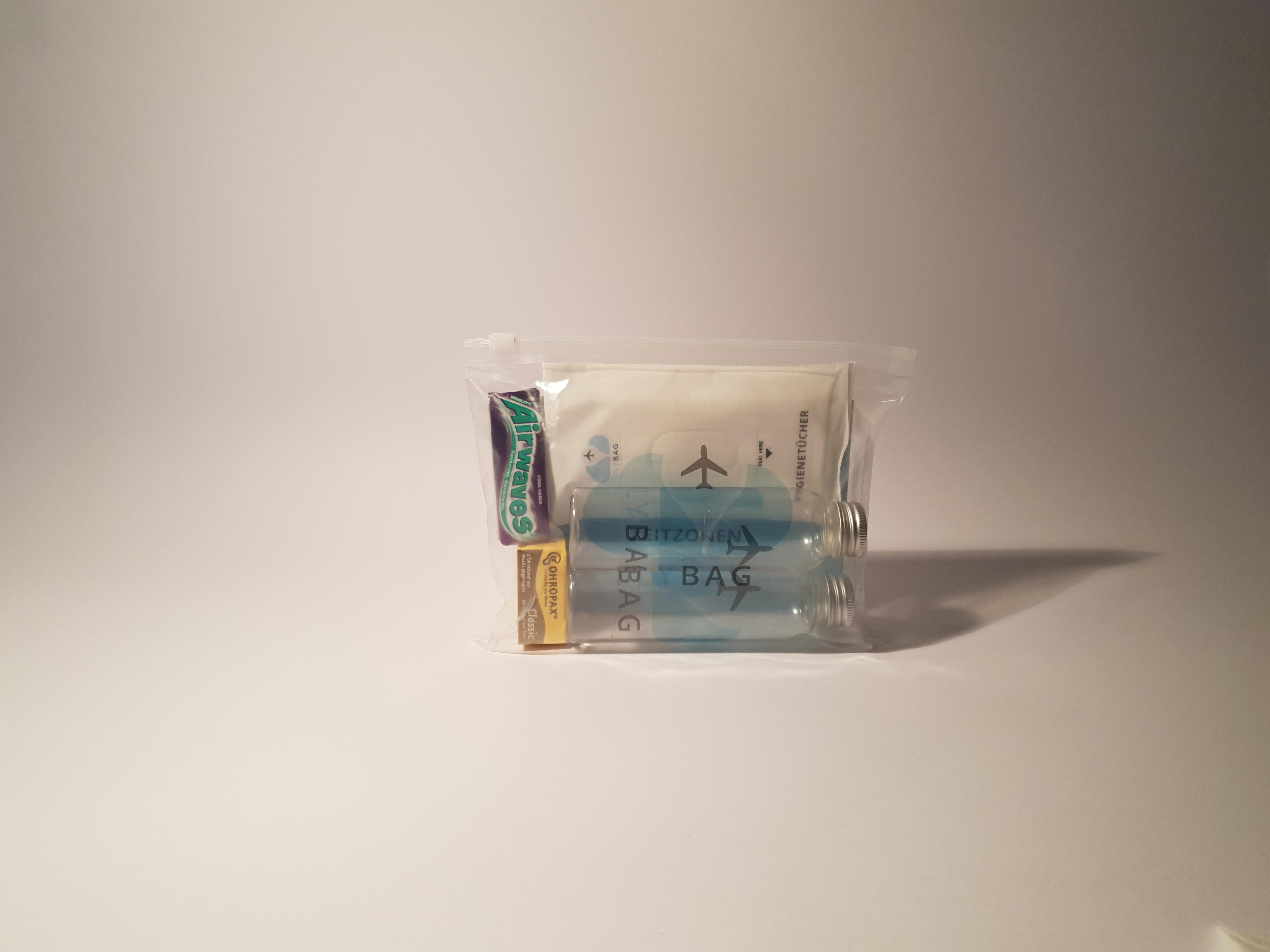 Reisebeutel von my Fly Bag Perfekt gefüllt mit allen wichtigen Produkten zum Reisen